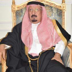 صاحب السمو الملكي الامير متعب بن عبدالله بن عبدالعزيز يقدم واجب العزاء لأسرة ال شرعان